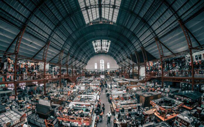 advantage of the Amazon FBA wholesale business model